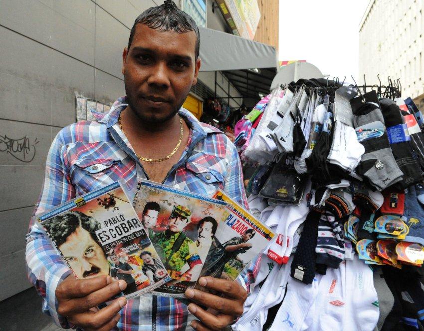 Straßenverkäufer: Eine Telenovela spielt das Leben Escobars nach, für viele Kolumbianer ein Geschichtsunterricht zur Prime Time.